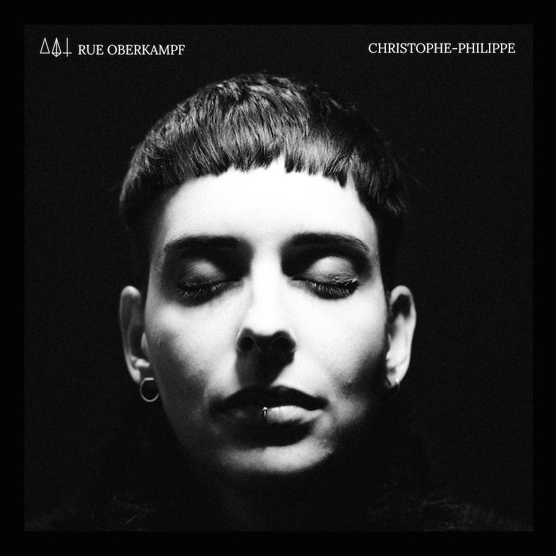 Das Cover des Albums Christophe-Philippe von Rue Oberkampf zeigt das Gesicht der Sängerin mit geschlossenen Augen.